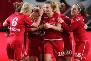 700x-2011-03-23-FC-Twente-Vrouwen-Heerenveen-300x203