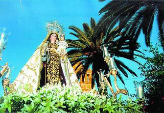 Imagen de la Virgen del Carmen en su salida procesional por la localidad.