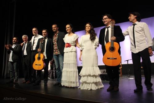 El elenco de artistas que participan en 'Mariposas blancas'. /Foto: Alberto Gallego.