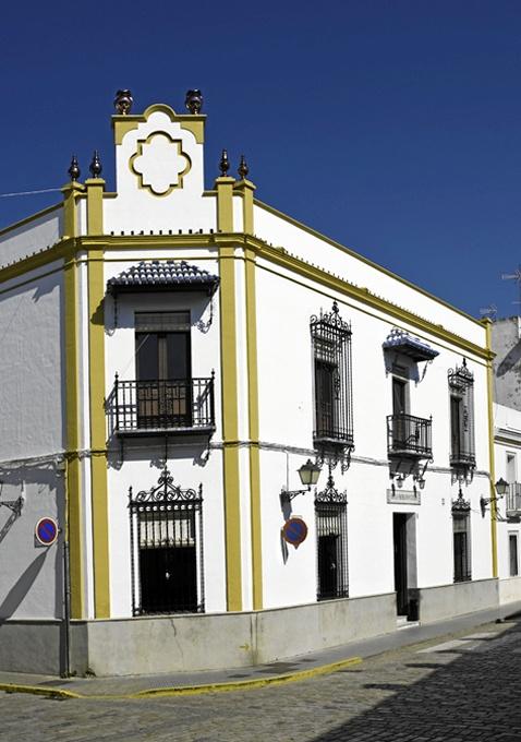 Trigueros_-Fachada-del-casino_-Foto-de-Azoteas