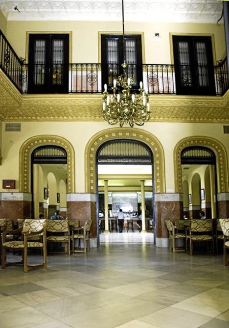 Trigueros_-Salon-de-entrada-del-Casino_-Foto-de-Azoteas