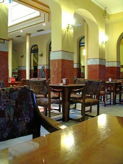 Trigueros_-Salon-lateral-del-Casino_-Foto-de-Azoteas